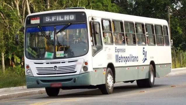 Vídeo mostra infestação de baratas em ônibus de Simões Filho ...