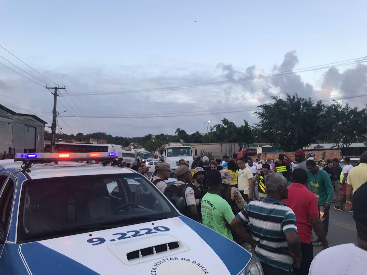População de Simões Filho vai as ruas em apoio ao movimento dos caminhoneiros 26