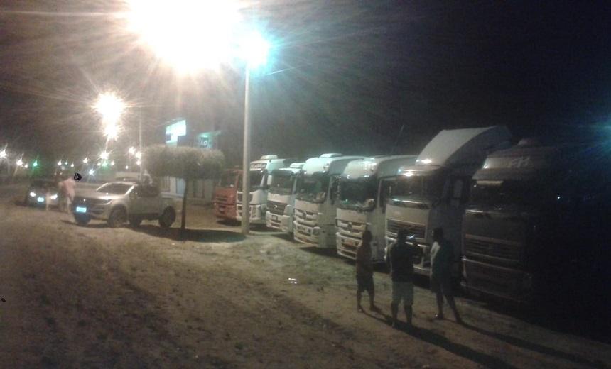 Protesto-de-caminhoneiros-provoca-retenção-de-8-km-no-trânsito-da-BR-324