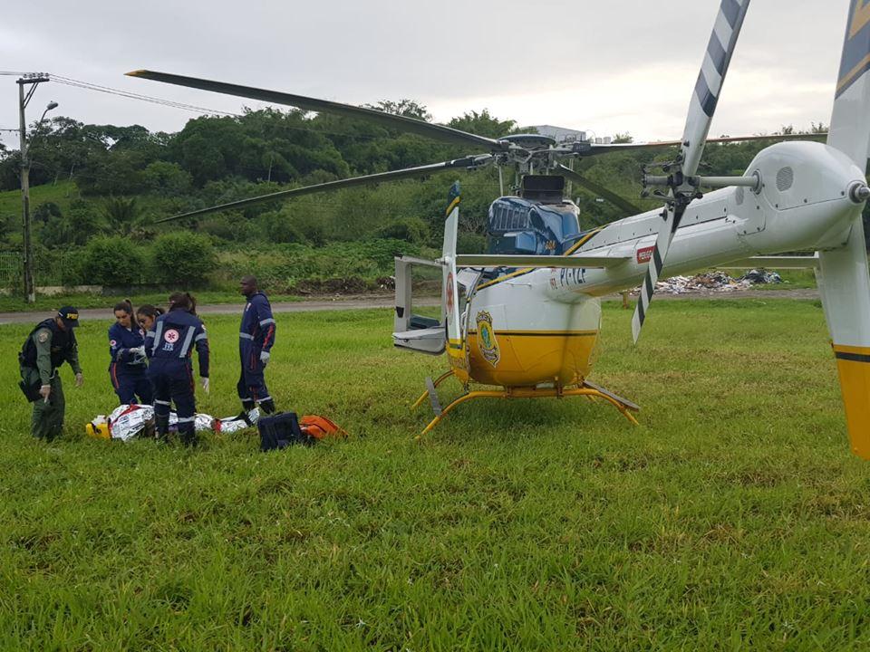 Mulher fica gravemente ferida após carro capotar em Simões Filho