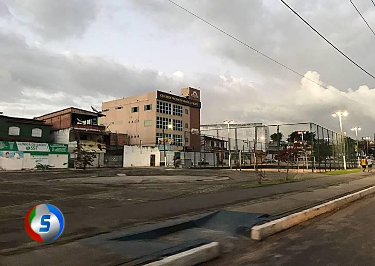 Bandidos fazem arrastão e levam aparelhos celulares em Praça no Centro de Simões Filho
