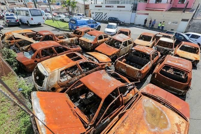 Prefeitura realiza realocação de veículos do pátio da Polícia Civil