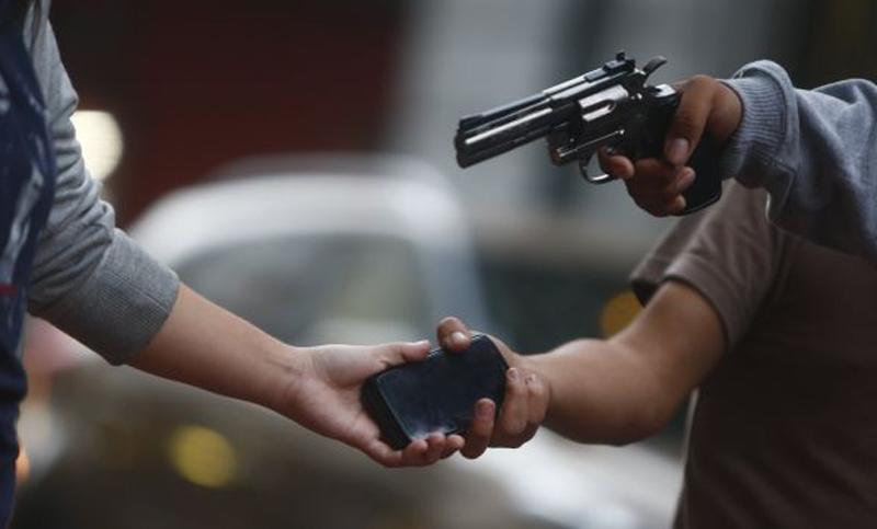 Homens armados em HB 20 fazem arrastão em bairro de Simões Filho