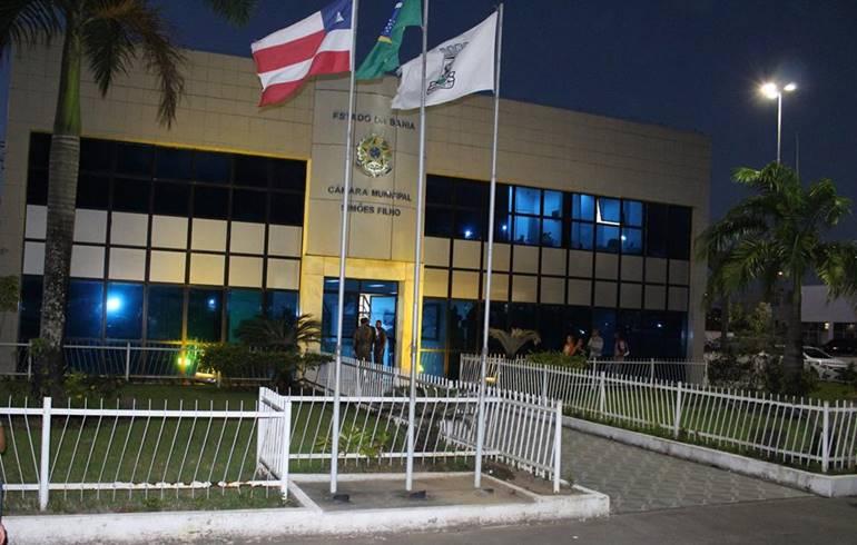 """#PartiuFérias: Câmara de Simões Filho entra em recesso; 90 dias é maior que """"férias"""" de trabalhadores assalariados"""