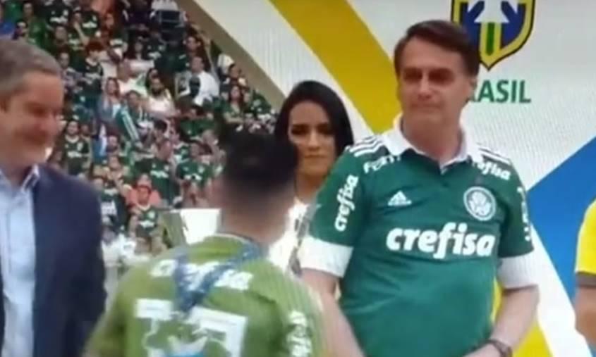 Após vídeo viralizar, Willian diz que não ignorou Bolsonaro de propósito; assista