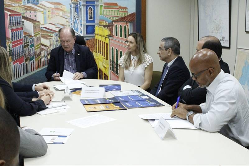 Duas empresas vão gerar 200 empregos e investir R$ 42 milhões em Simões Filho