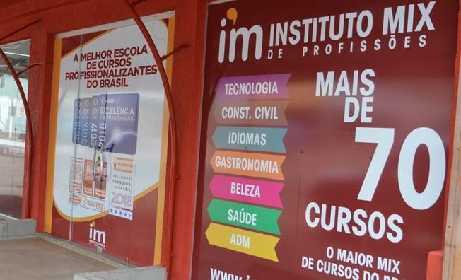 Instituto Mix Simões Filho abre inscrições para cursos de Confeitaria, Atendente de Farmácia e Técnicas Administrativas