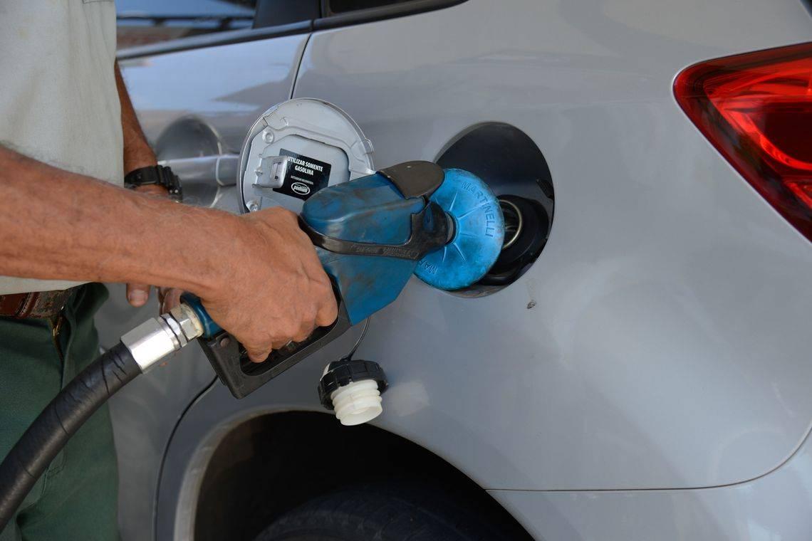 Petrobras reajusta preço médio do litro da gasolina em R$ 0,15