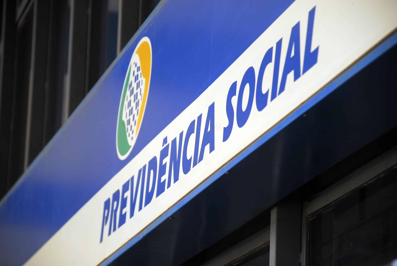 INSS alerta aposentados e pensionistas sobre golpes por Telefone e WhatsApp