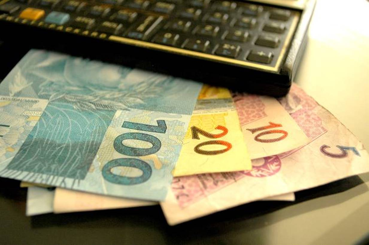 Governo aumenta projeção de crescimento do PIB para 2,40% em 2020