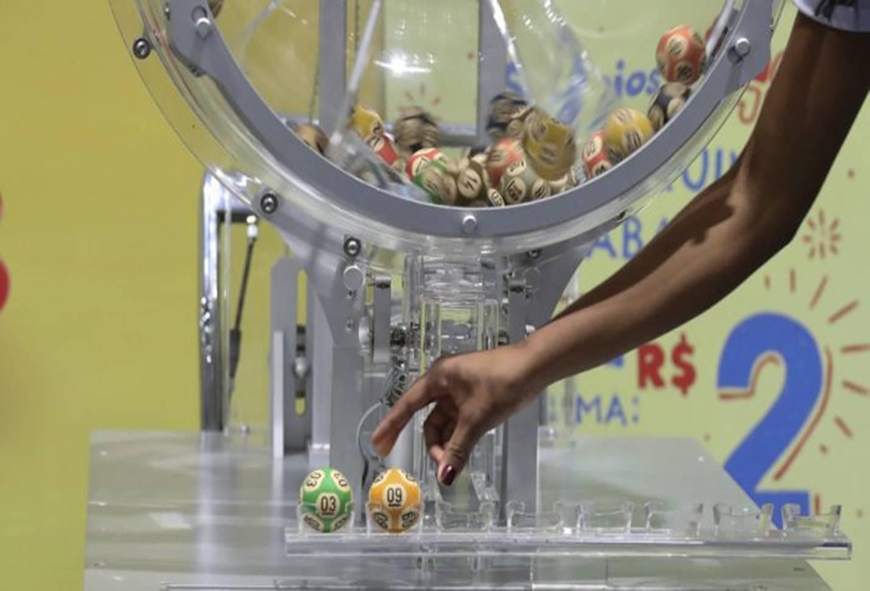 Caixa sorteia mais de R$ 60 milhões na loteria