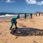 Estado da Bahia cobra medidas do governo federal para conter mancha de óleo