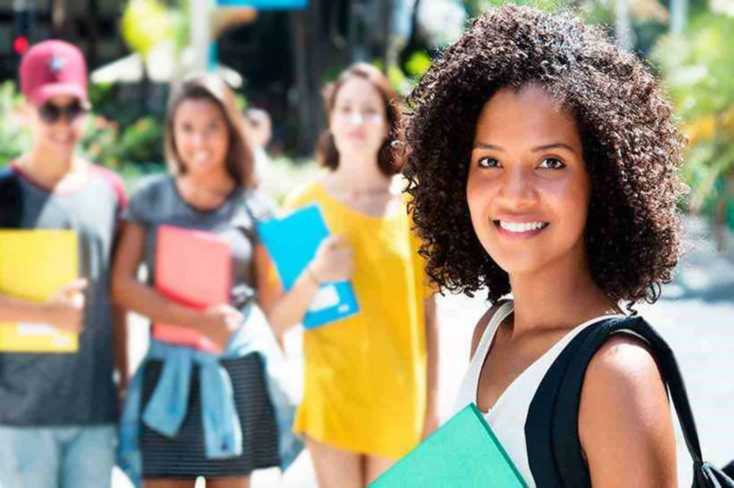 Conheça seis tipos de benefícios que só jovens entre 15 e 29 anos têm direito