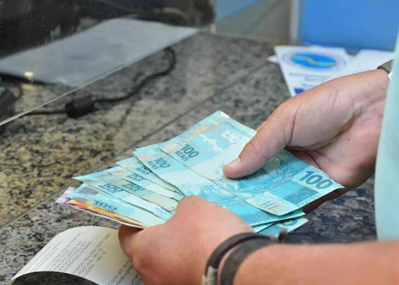 Projeto de Lei quer liberar um salário do PIS/PASEP para aposentados do INSS