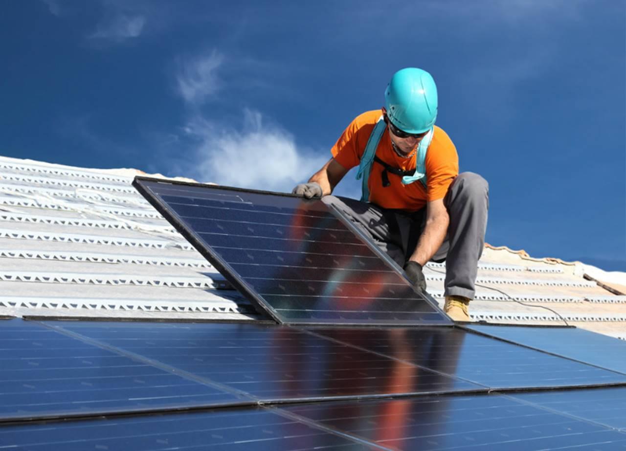 Bolsonaro veta isenção de Imposto de Importação para equipamentos de energia solar