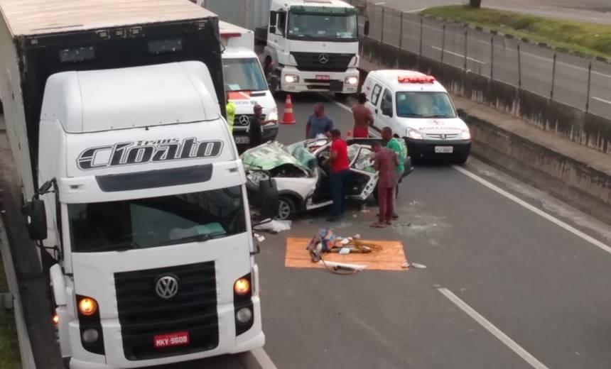 Pai e filho ficam gravemente feridos após acidente na BR-324; veja vídeo