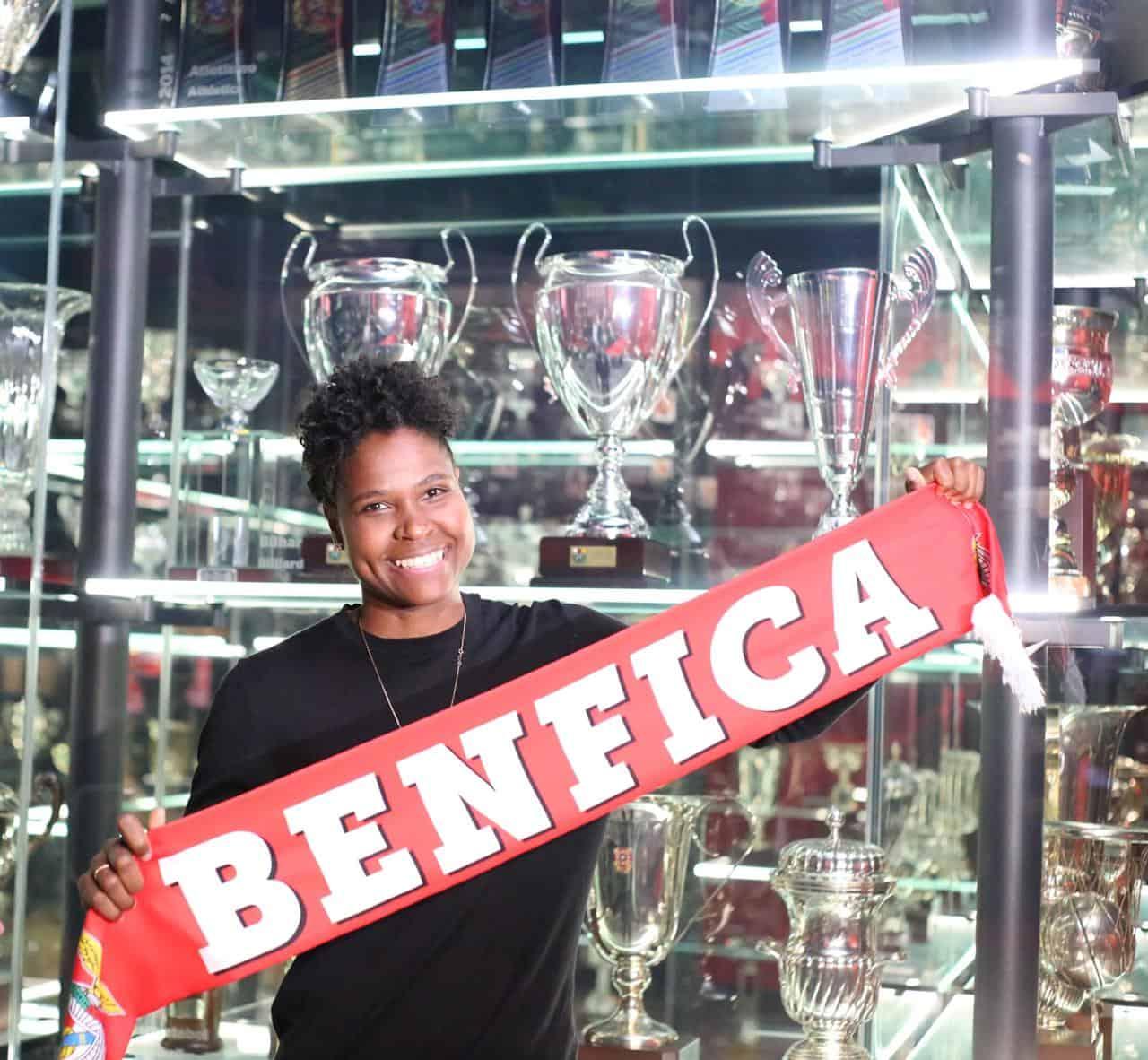 Conheça a história da goleira Dida, a menina de Simões Filho que brilha no futebol Europeu