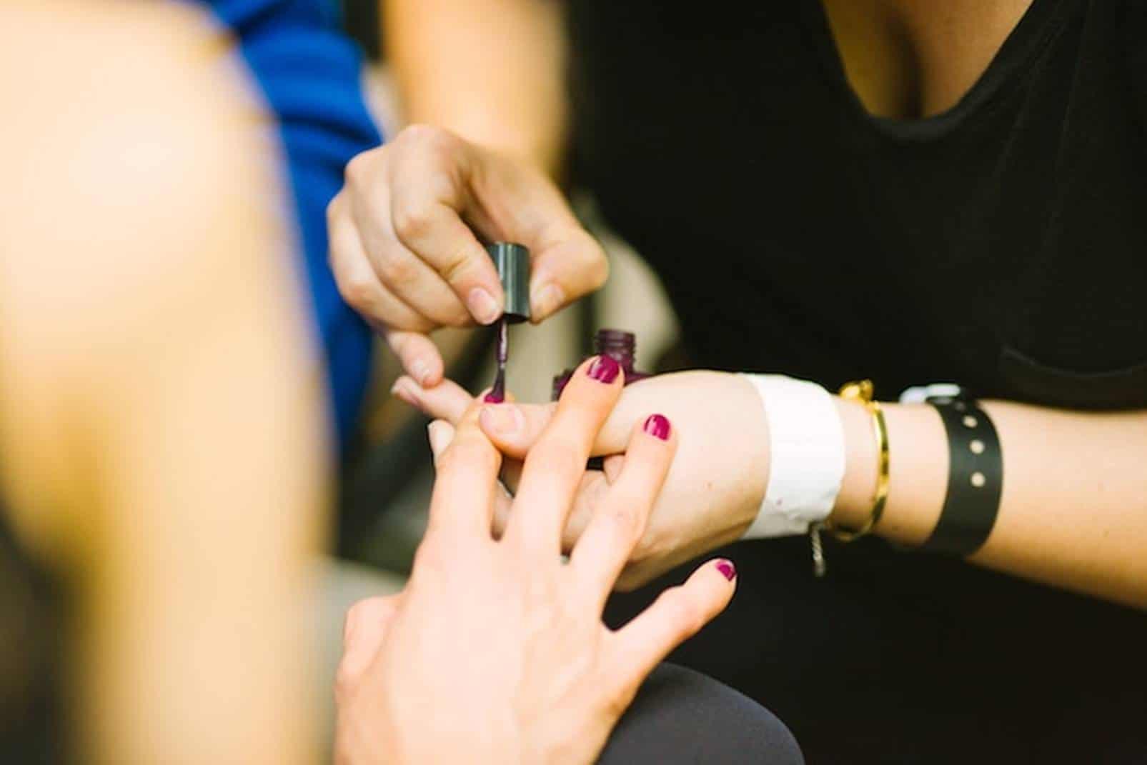 Confira 6 cursos gratuitos de manicure para fazer online