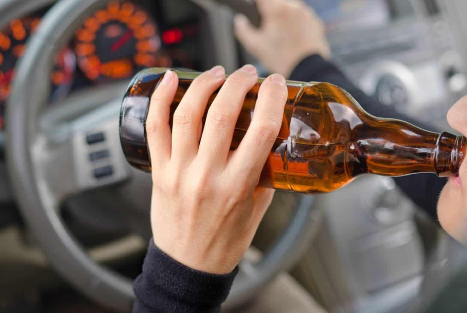 Dirigir bebendo não gera apenas multa. Veja o que pode acontecer!