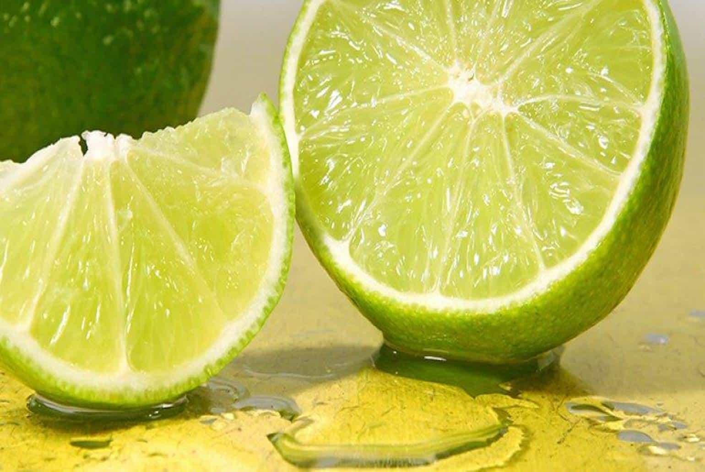 Água com limão: aprenda o jeito certo de fazer a dieta do limão para emagrecer