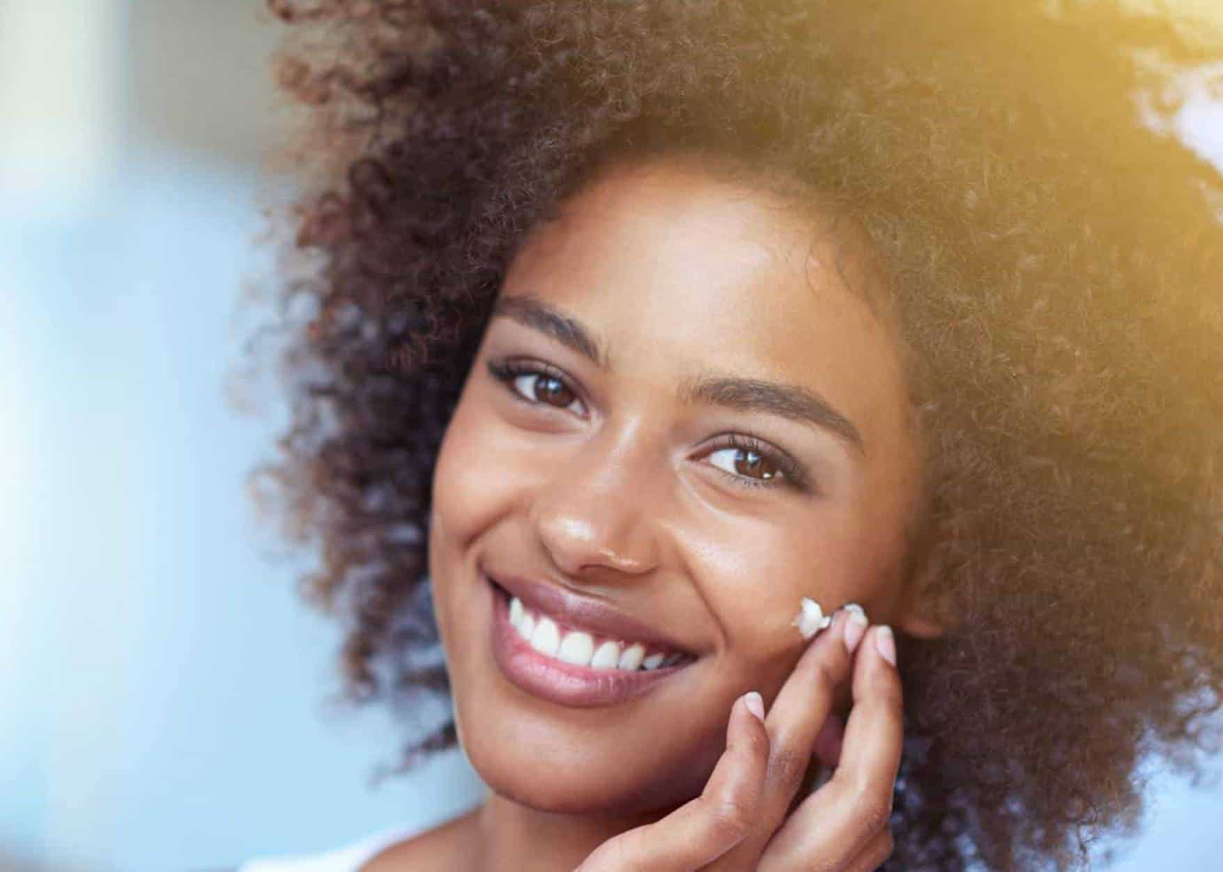 mulher negra com pele bonita