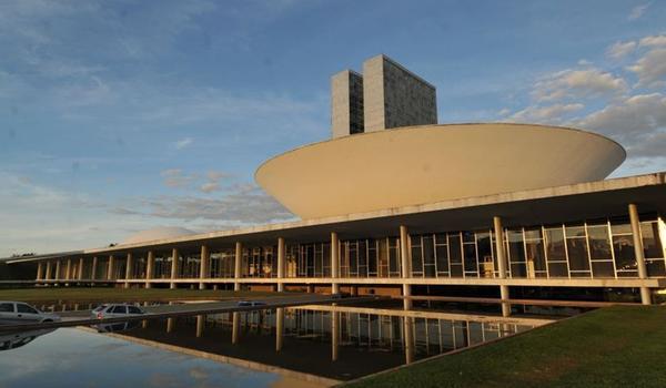 Prefeitos se mobilizam em Brasília contra extinção de cidades