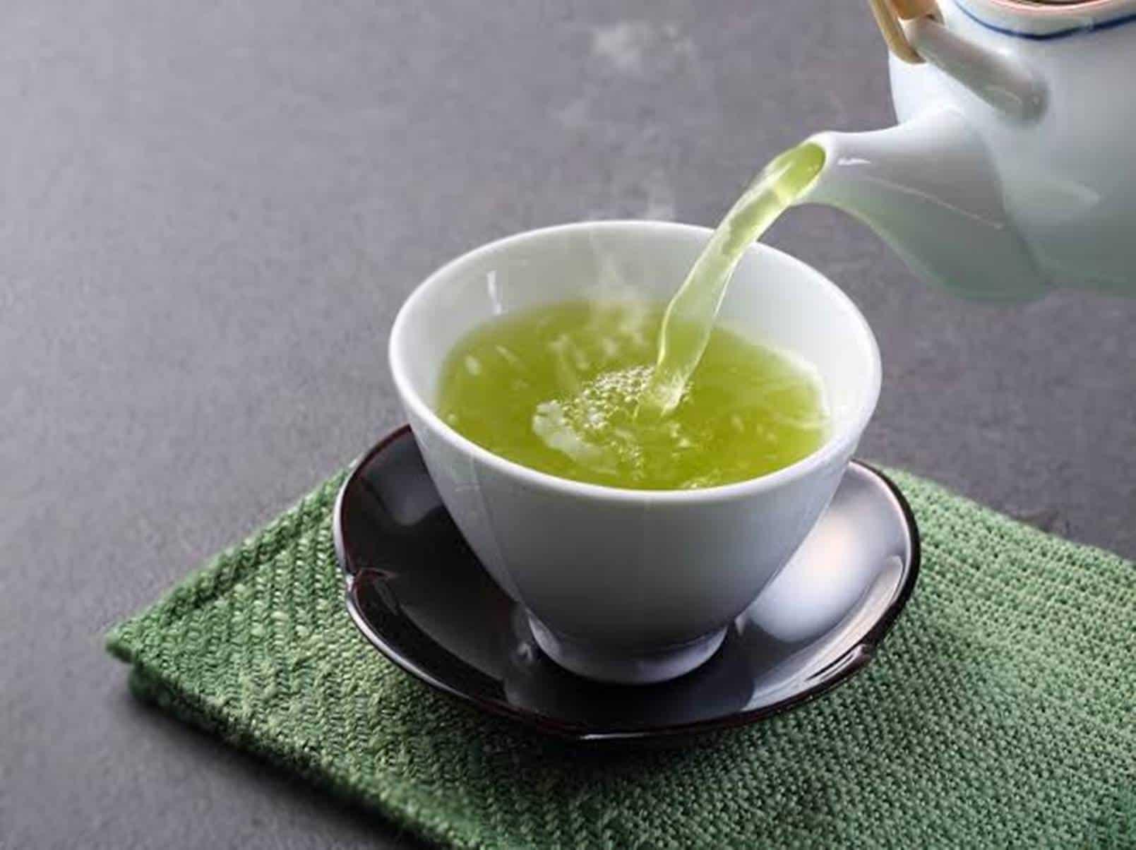 Forma correta de tomar chá verde para queimar gordura e emagrecer