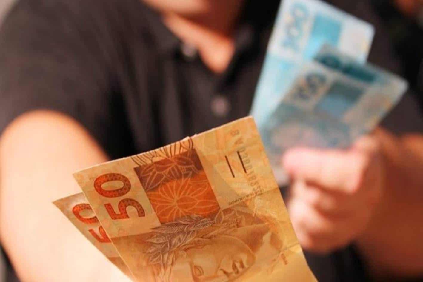 Empresa poderá parcelar o 13º salário em 12 vezes - entenda