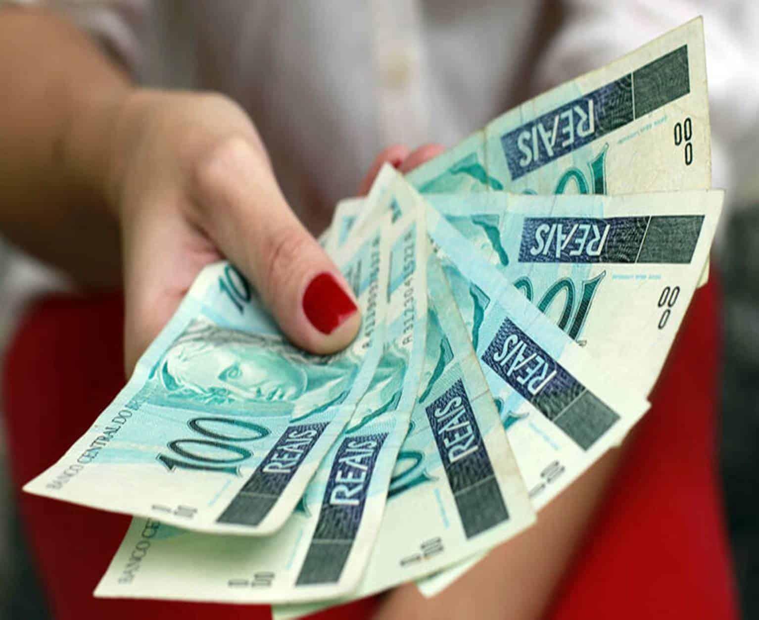Presidente sanciona lei que aumenta salário mínimo de 2020