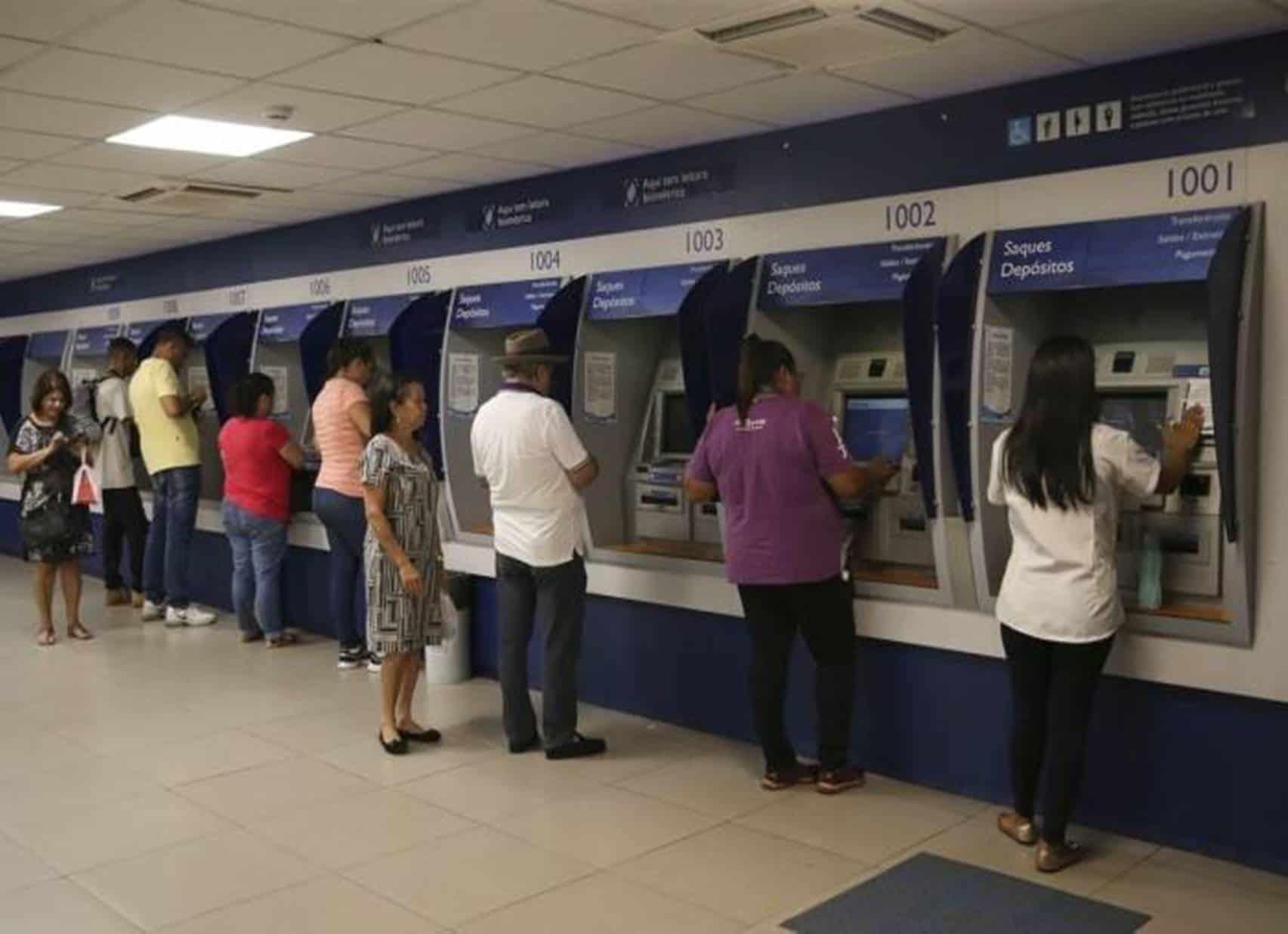 Bancos abrem mais cedo para pagar 13º dos aposentados e pensionistas do INSS
