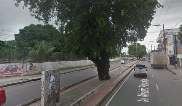 Motociclista morre após se envolver em acidente com ônibus no Subúrbio