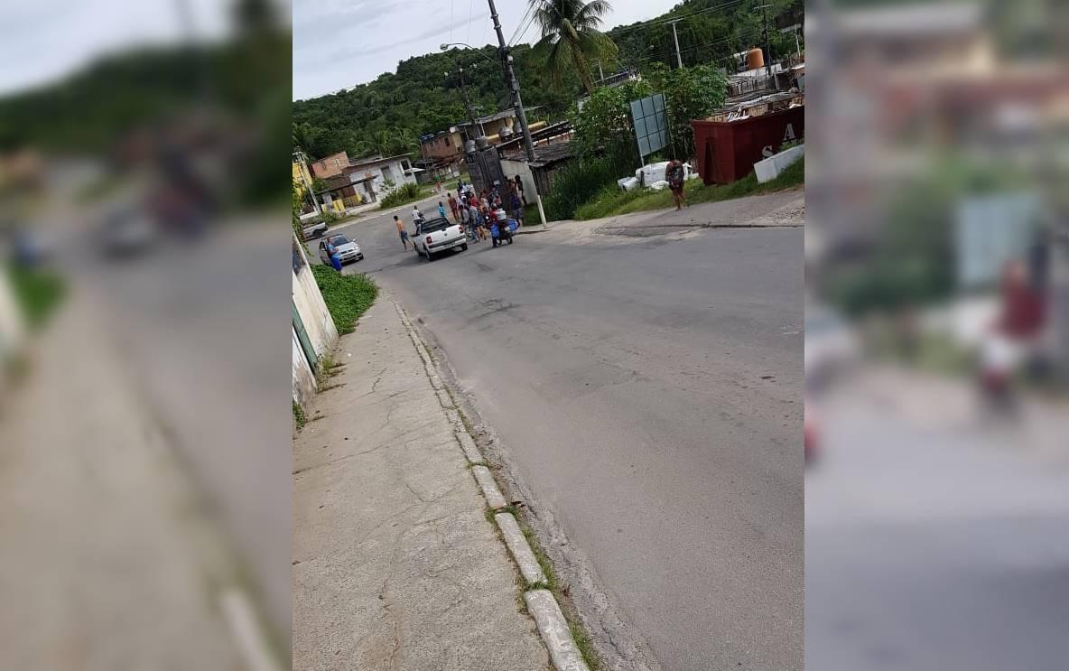 Homem de 40 anos é morto a tiros dentro de carro em Simões Filho
