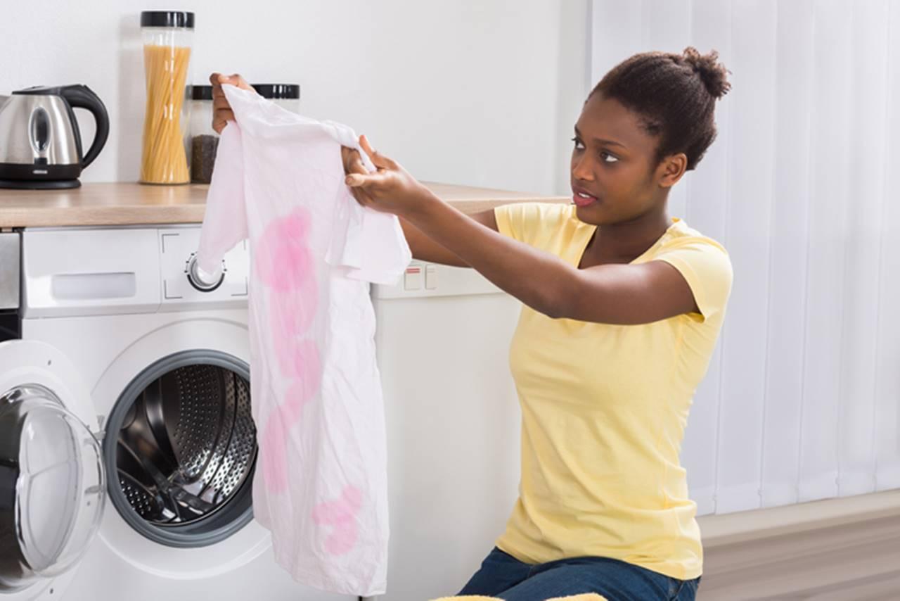Conheça 5 dicas para tirar manchas de roupas em casa