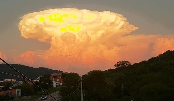 """Resultado de imagem para """"Bola de fogo"""" é formada em céu de cidade baiana e moradores se surpreendem; veja registros"""
