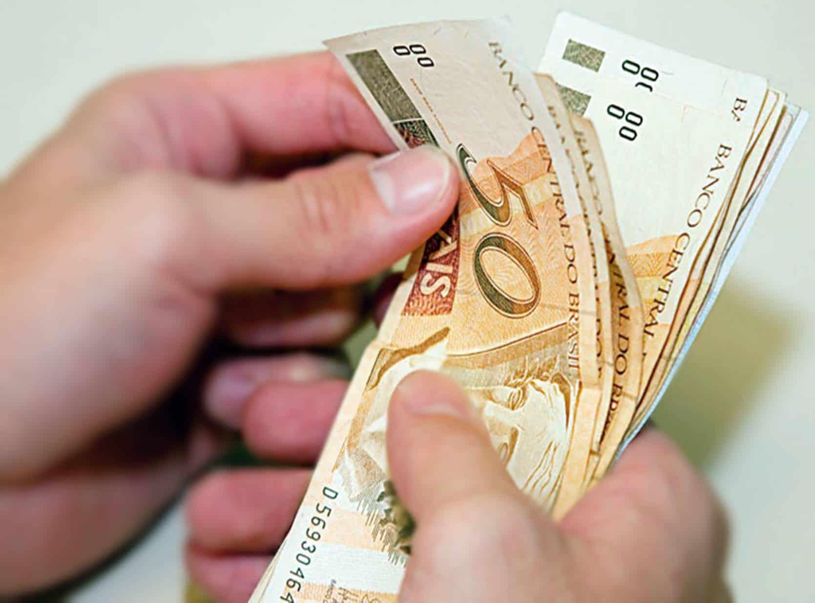 Proposta cria novo benefício mensal de R$ 800 reais: saiba quem terá direito