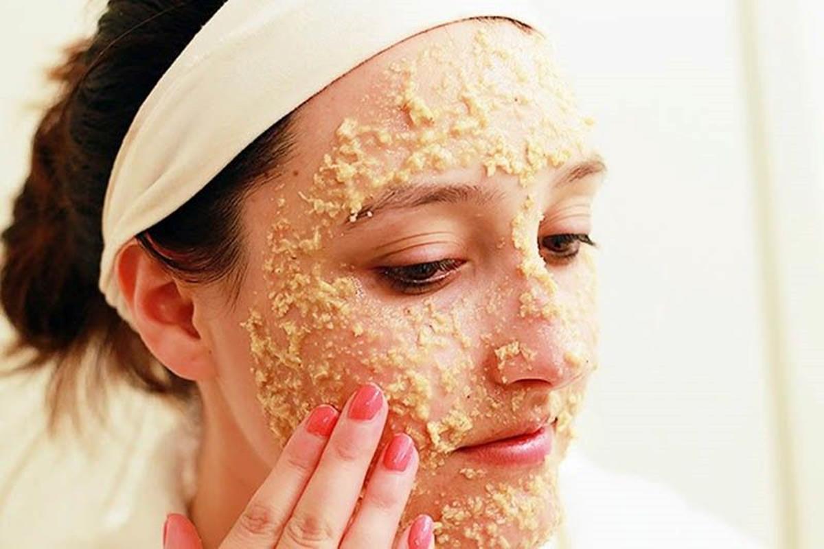 Peelings caseiros naturais: Veja os melhores para renovar sua pele