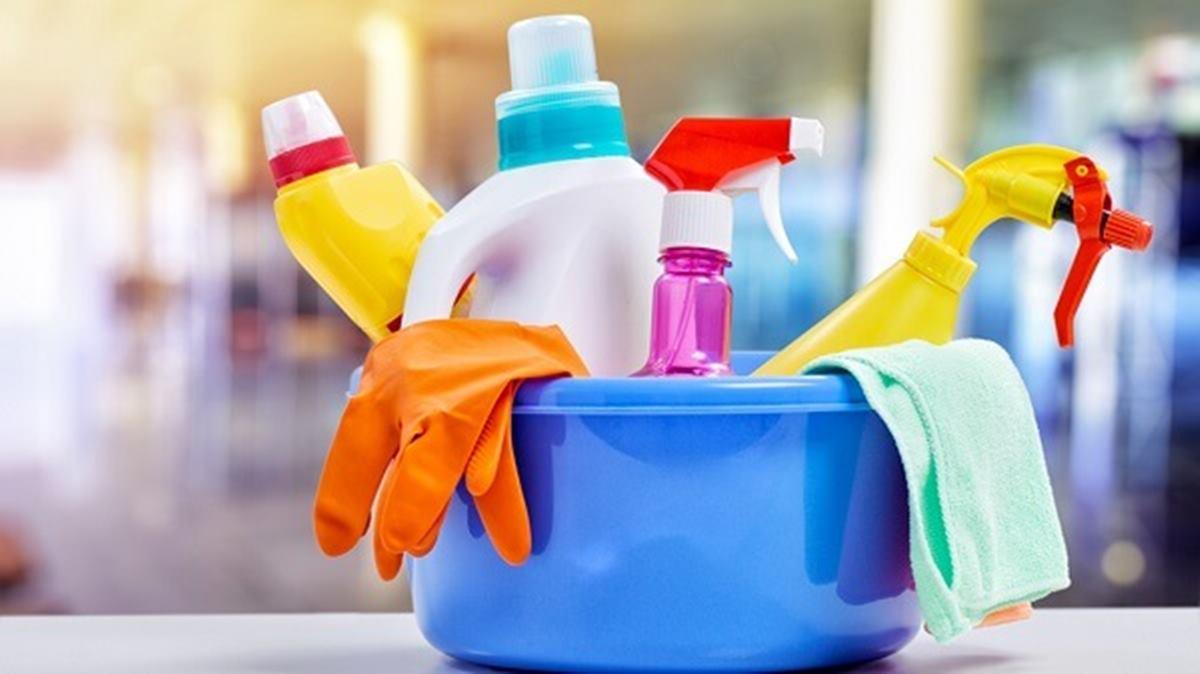 3 receitas de desinfetantes caseiros para manter a casa limpa e cheirosa