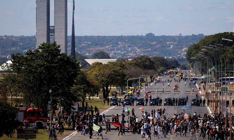 Manifestações pró e contra governo são registradas no país