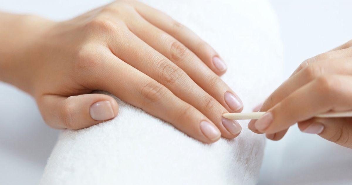 Aprenda a cuidar das cutículas para elas favorecerem suas unhas