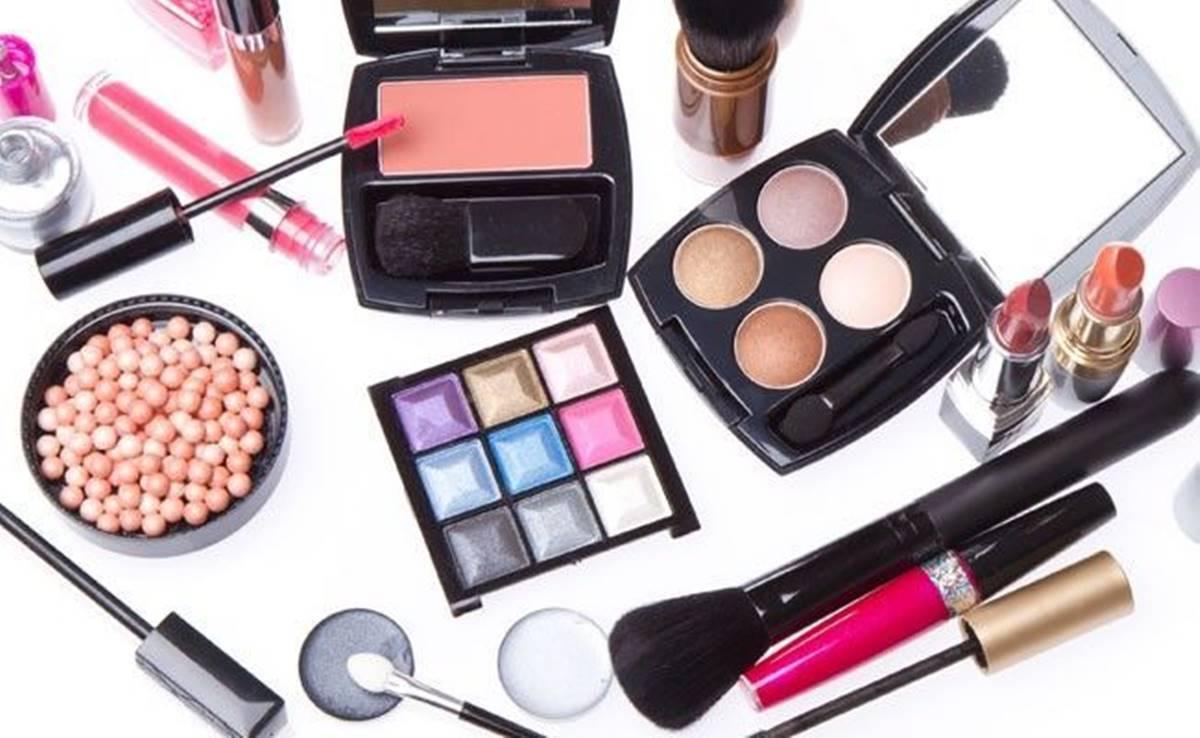 Aprenda dicas para fazer seus produtos de maquiagem durarem mais