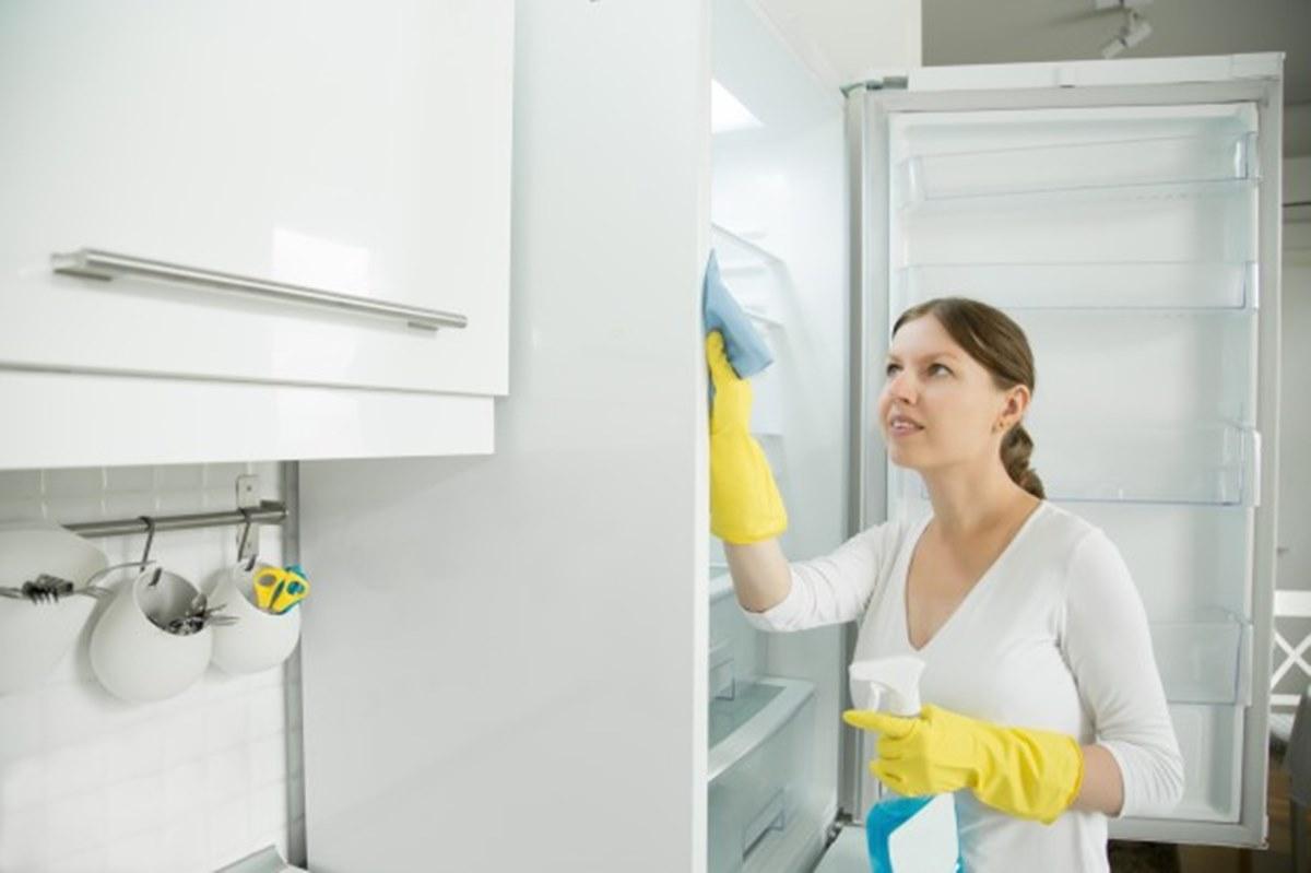 Como eliminar de vez o mau odor da geladeira com misturas caseiras