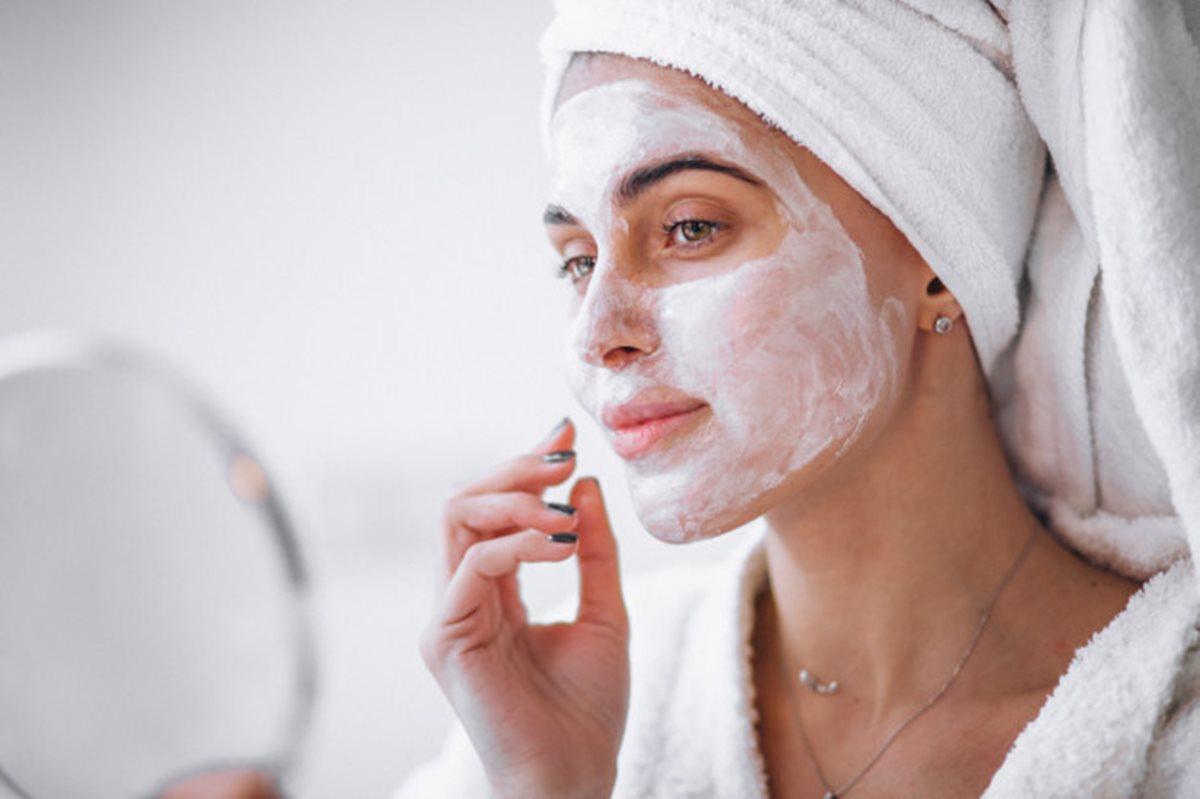 Conheça as melhores máscaras faciais caseiras com apenas 2 ingredientes