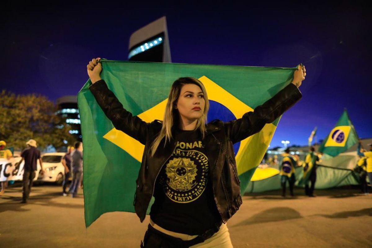 Sara Winter que é líder de um grupo de apoio a Jair Bolsonaro é presa pela PF
