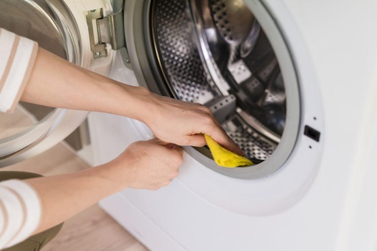 Três misturas caseiras para limpar bem a máquina de lavar roupas