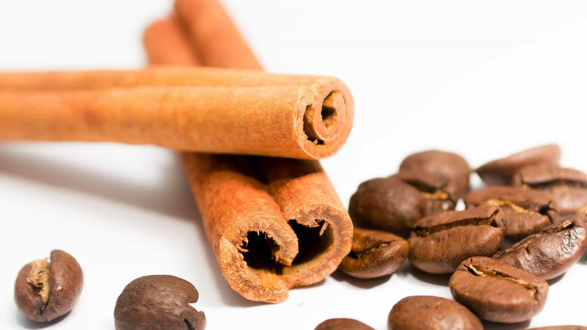 Shampoo caseiro de café e canela acaba com cabelos brancos: aprenda a receita