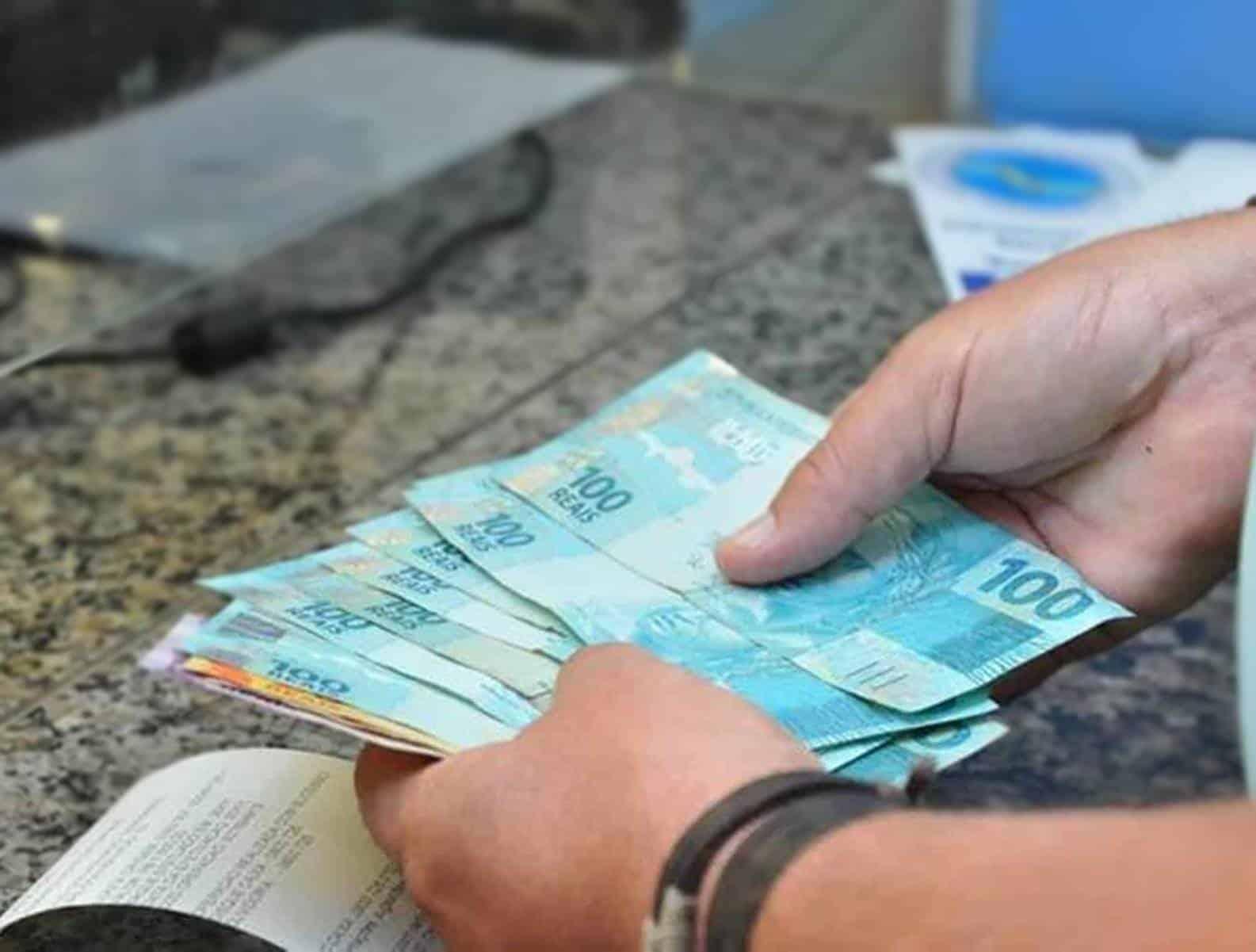 Alguns aposentados e pensionistas do INSS podem pedir antecipação de grana extra