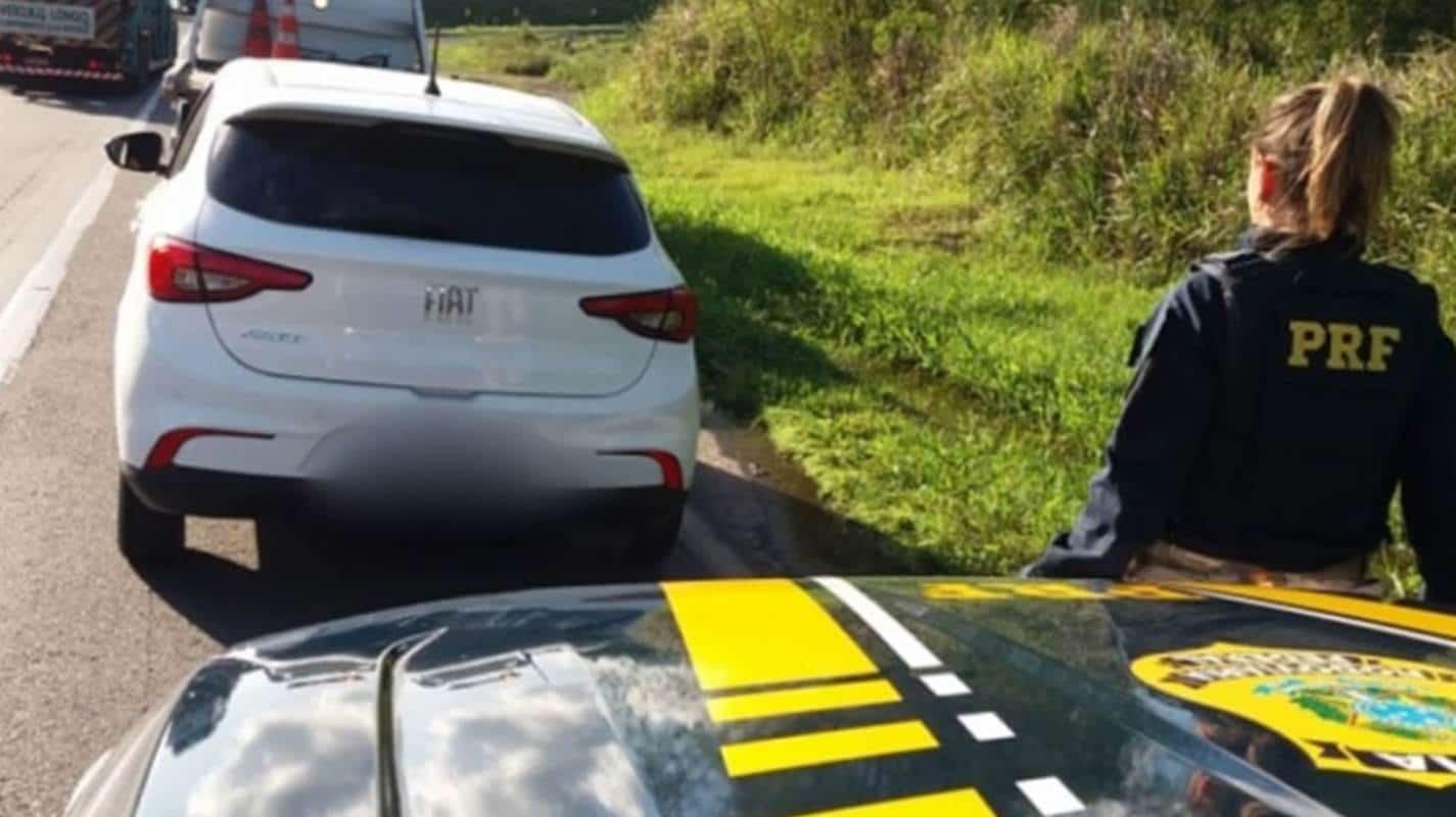 Trio com carro roubado é preso após furar pedágio em Simões Filho