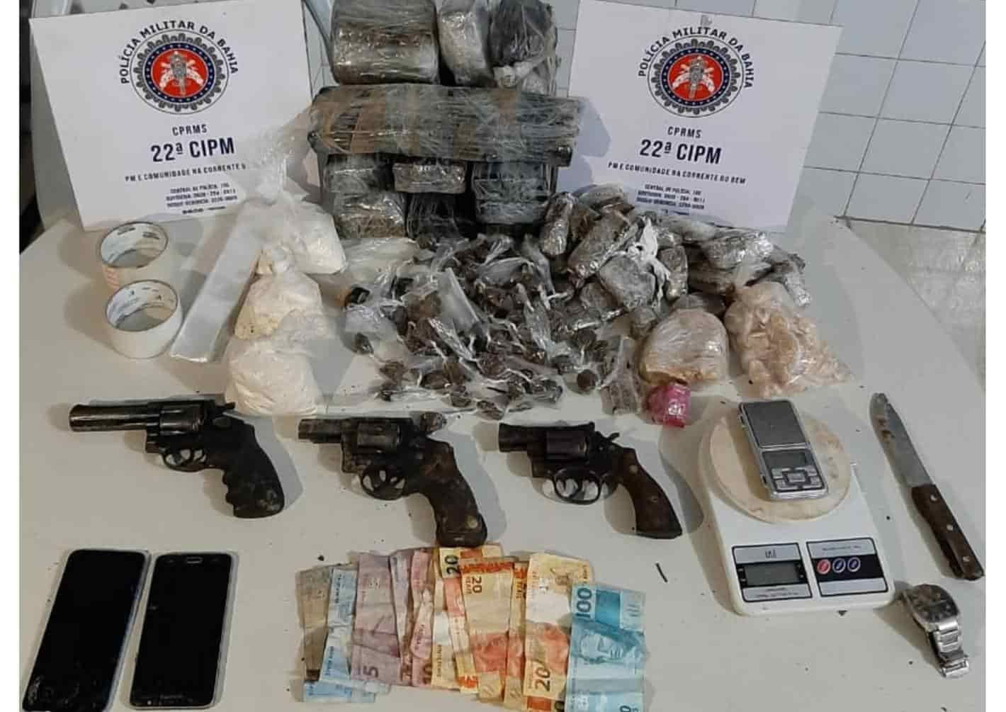 Polícia apreende 30 kg de drogas em Simões Filho; suspeitos morreram em confronto