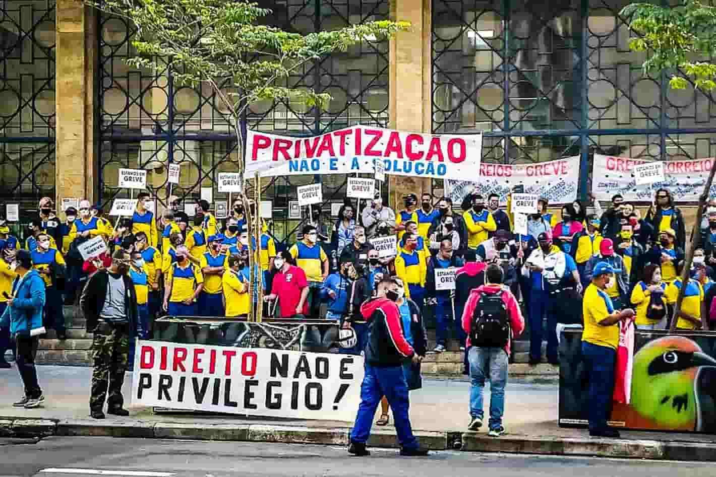 Audiência termina sem acordo e greve dos Correios continua