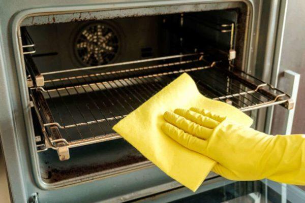 Utilize este truque e deixe seu forno como novo!